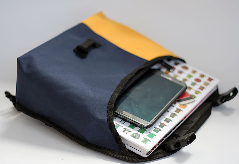 tas-sepeda-urbncase-messenger-bag19