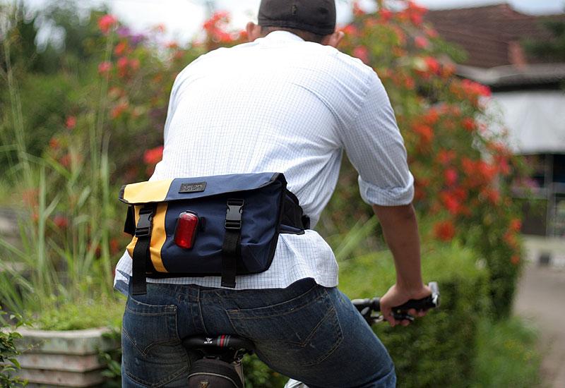 tas-sepeda-urbncase-messenger-bag24