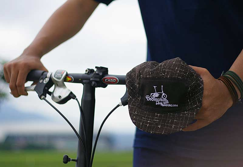 Topi sepeda urbncase-brompton-day-out-bandung-cycling-cap3