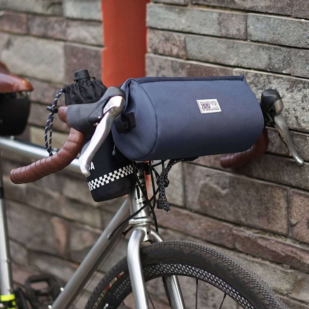 Tubularwing Bag (barsaddle bag) dipasang di handlebar